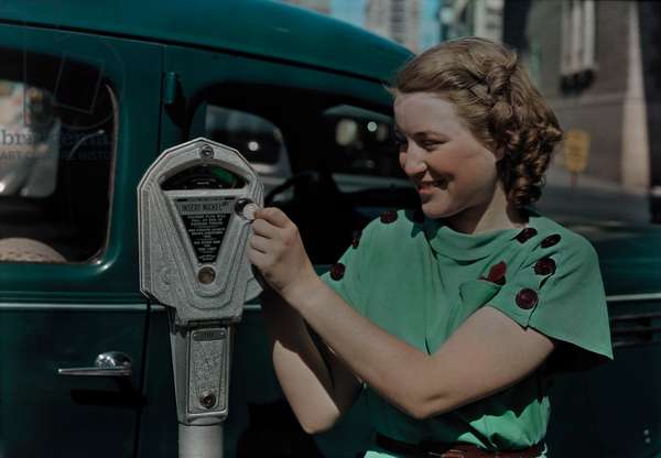 A woman feeds a parking meter in El Paso, El Paso, Texas, USA, 1939 (photo)