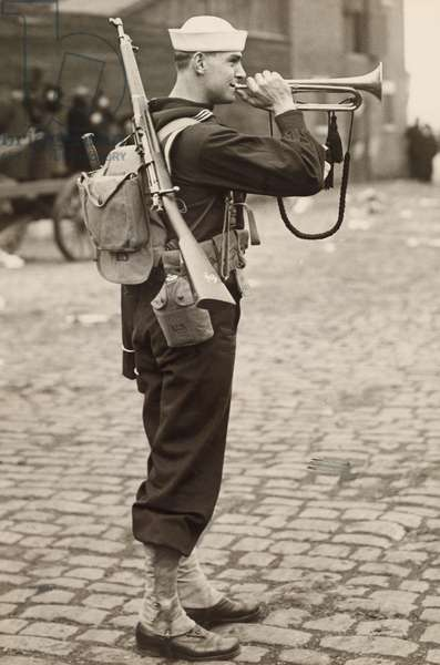 A WWI sailor plays the bugle, USA, 1917 (b/w photo)