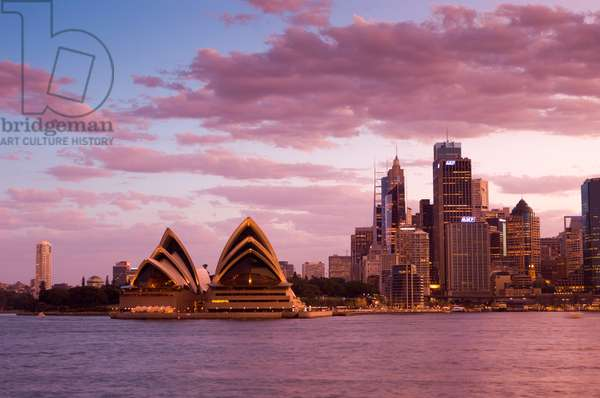 A view of the Sydney Opera House and the downtown skyline at sunset (photo)