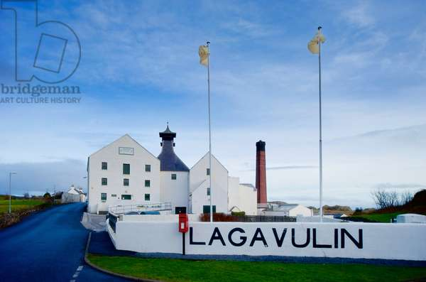 Entrance to the Lagavulin Whisky Distillery (photo)