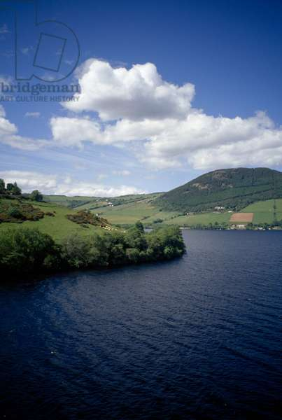 A scenic view of Loch Ness (photo)