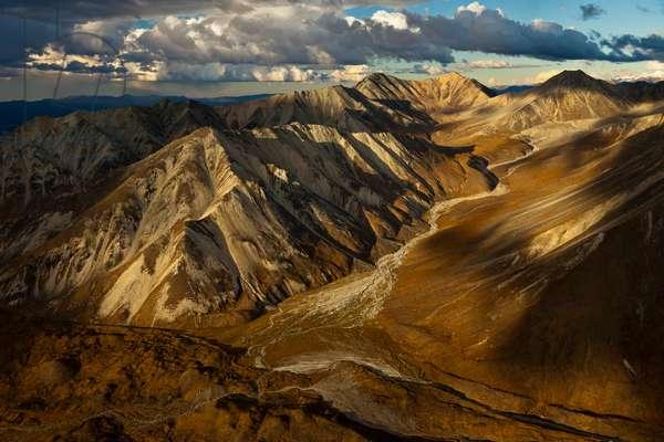 Landscape of the Alaska Range in shadows (photo)