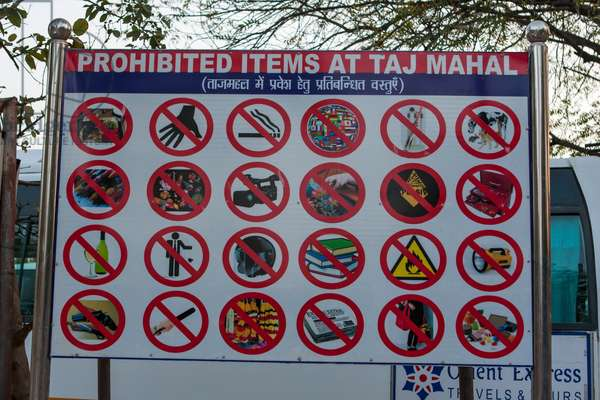 A sign showing prohibited items at the Taj Mahal (photo)