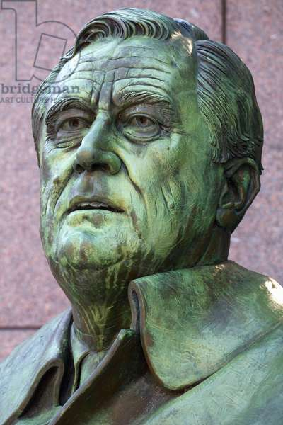 Close up detail of Neil Estern's statue of Franklin D Roosevelt (photo)