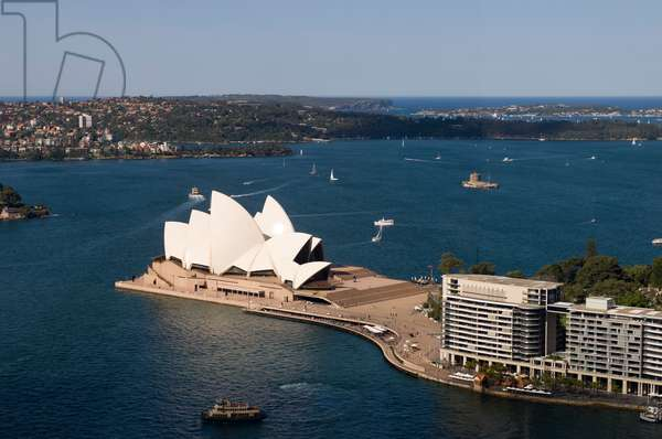 An aerial view of the Sydney Opera House and Sydney Harbour (photo)