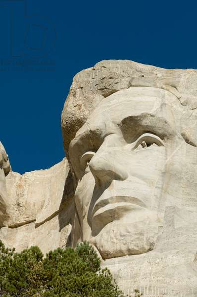Low angle view of president Abraham Lincoln's sculpture on Mount Rushmore (photo)