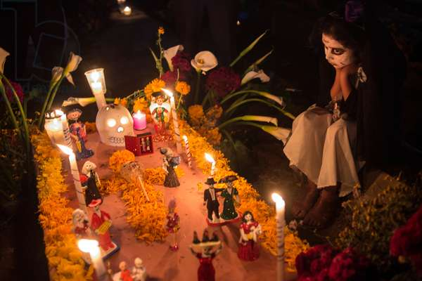 Day of the Dead celebration at a cemetery in Xoxocotlan (photo)