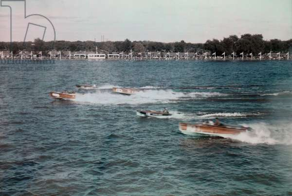 Speedboats race on the Potomac in the 1936 President's Cup Regatta, Washington DC, USA, 1937 (photo)