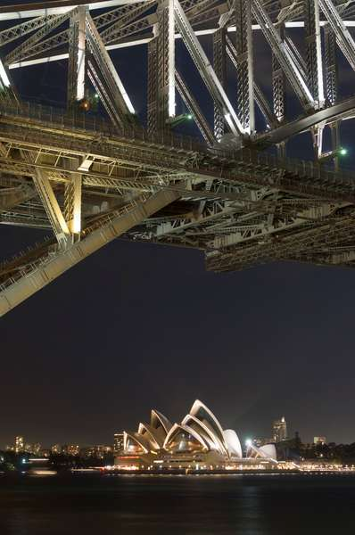 The Sydney Opera House and Harbour Bridge by night (photo)