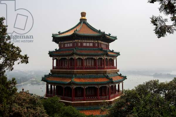 A scenic high angle view of part of the Summer Palace on Kunming Lake (photo)