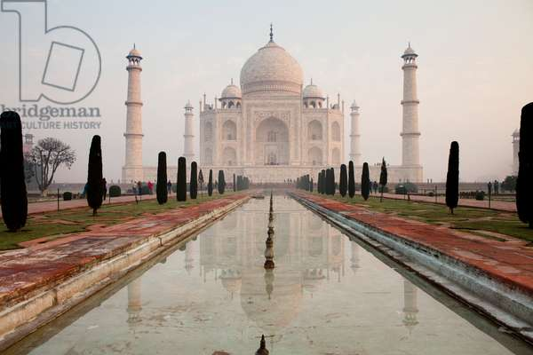 Sunrise at the Taj Mahal (photo)