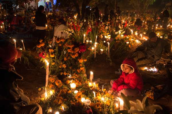 Day of the Dead at a cemetery in Oaxaca (photo)