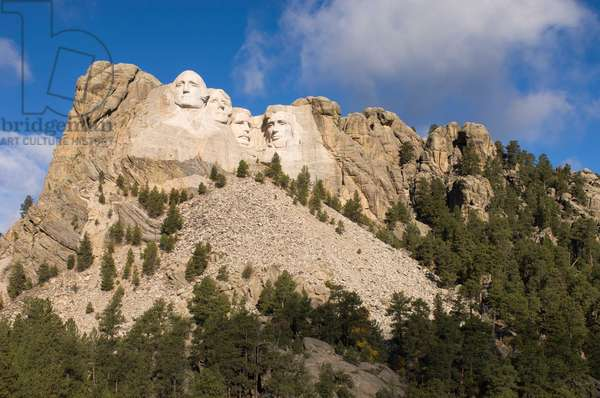 Low angle view of Mount Rushmore on a bright day (photo)