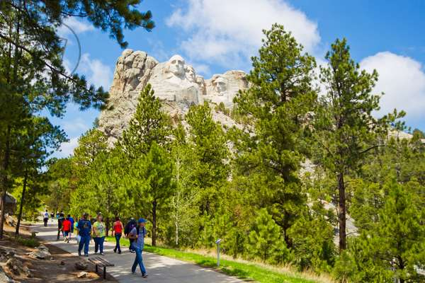 Tourists walking trails in the park at the base of Mount Rushmore (photo)