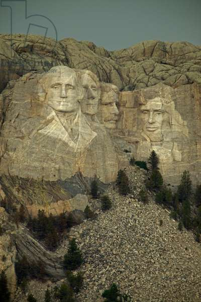 View of historic Mount Rushmore (photo)