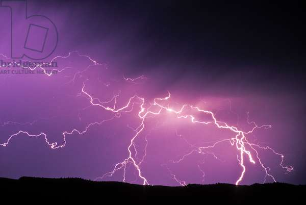 Lightning during a storm in Yellowstone National Park (photo)