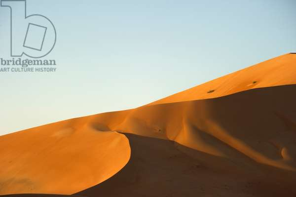 300 meter high drifting sands in the Rub' al Khali desert, the Empty Quarter, north of Al Hashman near the Saudi Arabia border in Oman (photo)