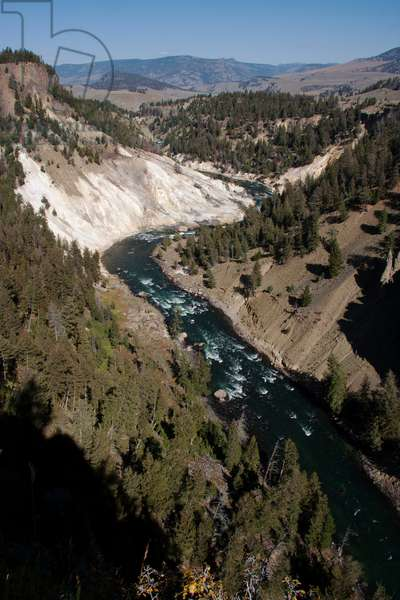 Mountain view of the Yellowstone River and Calcite Springs (photo)
