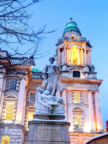 The Titanic Memorial outside Belfast's City Hall (photo)