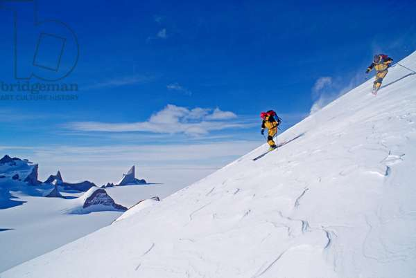 Ski mountaineers descend the Filchner Mountains in Queen Maud Land (photo)