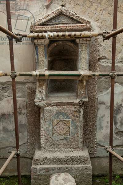A small household altar at the House of the Gem in Herculaneum (photo)