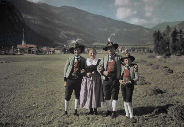 A group of Zillertal boys and girls, Mayrhofen, 1930 (autochrome)