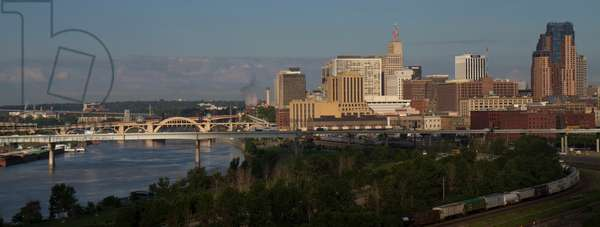 Saint Paul, Minnesota skyline, with the Mississippi River at left (photo)