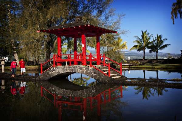 The iconic red bridge in the Japanese Gardens in Hilo, Hawaii (photo)