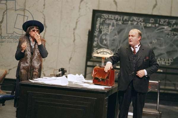 Amanda Roocroft as Emilia Marty and Alasdair Elliott as Vitek in The Makropulos Case, 2010 (photo)