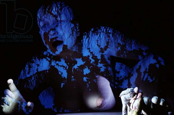 The giant sculpted model of Claudia, Le Grand Macabre, Glyndebourne, 2009 (photo)