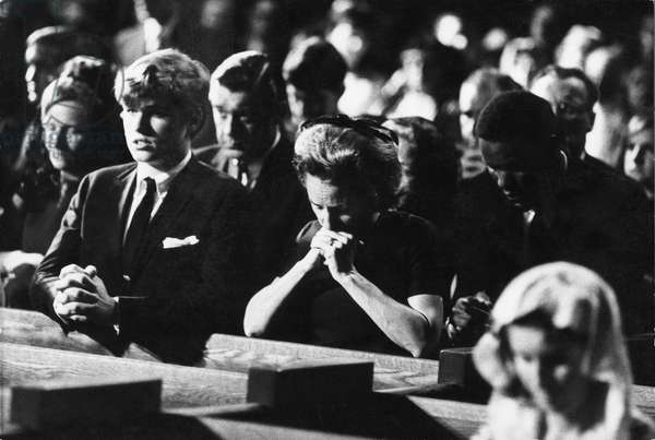 Mourning the death of Robert F. Kennedy, 1968 (b/w photo)