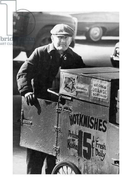 Man selling knishes in the Lower East Side, New York, 1960 (b/w photo)