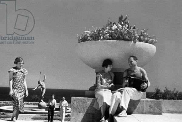 At a Crimean resort, Early 1950s, Anatoliy Garanin/Sputnik (photo)