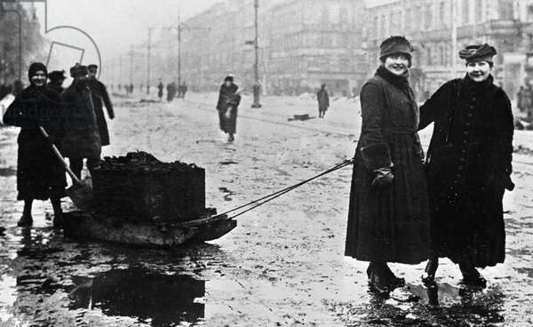 Cleaning the streets, 1919 (b/w photo)