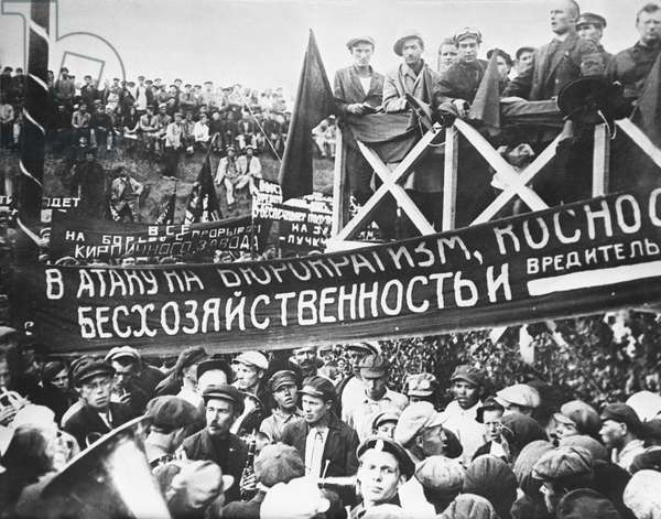 Builders of Magnitogorsk Iron and Steel Works, Chelyabinsk Region, Russia, 1930 (b/w photo)