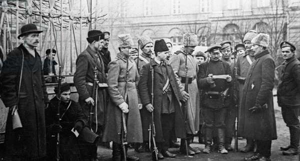 Soldiers and militia men near Smolny, 1917 (b/w photo)
