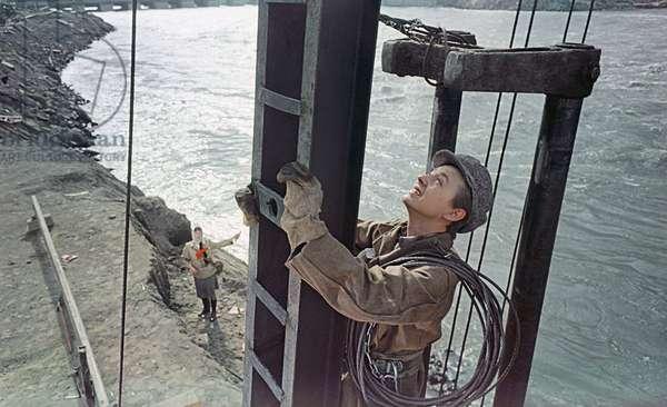 A scene from the film 'People on the Bridge', Mosfilm studio, 1960 (photo)