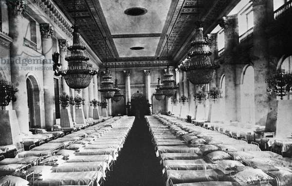 Wounded officers' ward in the Winter Palace , 1916 (b/w photo)