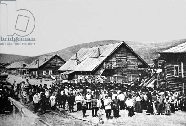 Workers of the Lena mines going on strike in 1912, 1912 (b/w photo)