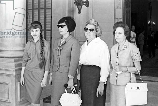 The visit of the of the USSR Council of Ministers Chairman Alexei Kosygin to the United Arab Republic (UAR). From left: Kosygin's granddaughter Tatiana, UAR President Gamal Abdel Nasser's wife Tahia Kazem, Alexei Kosygin's wife Klavdia, and the wife of the Soviet Ambassador in Egypt, 1966 (b/w photo)