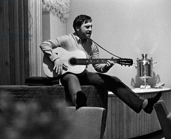 Vladimir Vysotsky during an evening to close the season of 196at the Taganka Theater of Drama and Comedy, Moscow, 1968, Anatoliy Garanin/Sputnik (photo)
