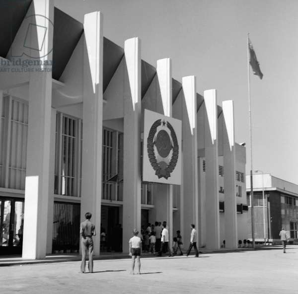 Entrance to the Soviet pavilion at the Damascus international fair, 1973 (b/w photo)