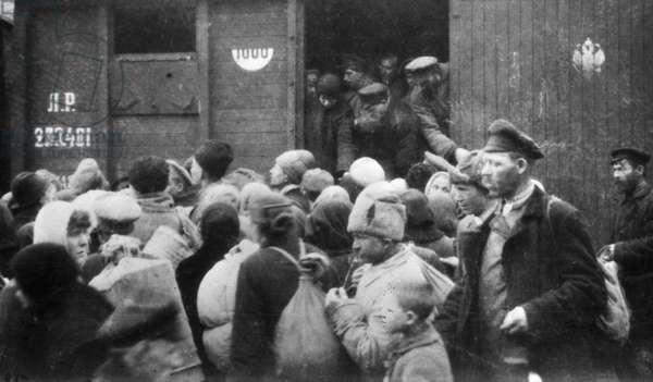 Bag traders, 1919 (b/w photo)
