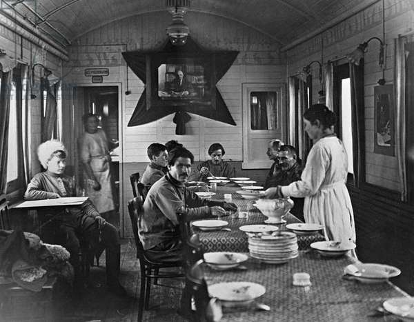 Having a meal, 1919 (b/w photo)