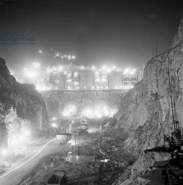 The United Arab Republic: Construction of the Aswan Dam with technical assistance of the Soviet Union, view of the upper dyke at night, 1964 (b/w photo)