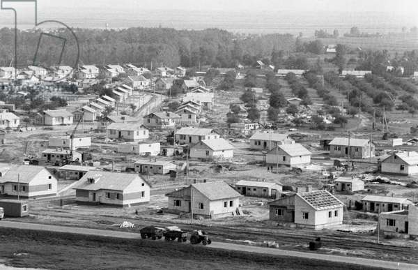 The village of Kirovo, currently under construction in the Zhlobinsky district for the residents of the villages resettled from the areas near the Chernobyl disaster zone, 1986 (photo)