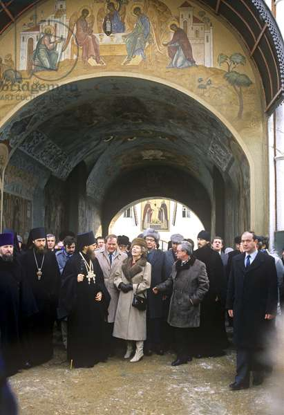 British Prime Minister Margaret Thatcher visits the Trinity St Sergius monastery in Zagorsk, Russia 1987 (photo)