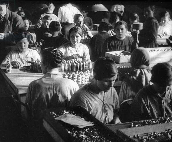 Female Workers Make Munitions, 1919 (b/w photo)