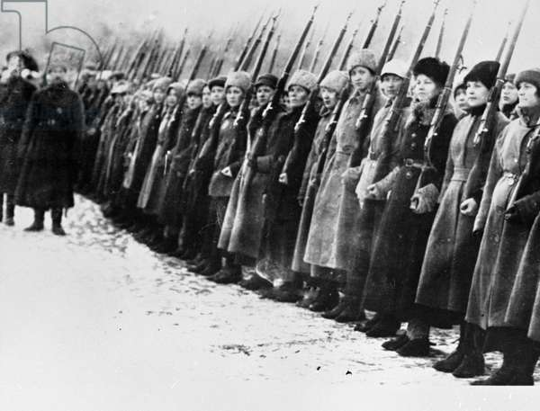 Rifle training for Russian women, February 1917 (b/w photo)
