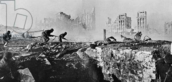 Soviet soldiers attack house in Stalingrad, Zelma/Sputnik (photo)